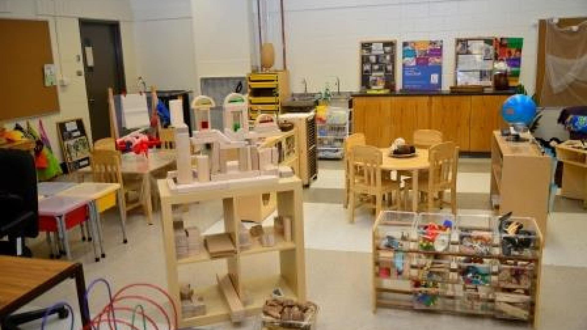 What are some courses offered to ECE students during the summer?
